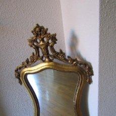 Antigüedades: ESPEJO DE MADERA DORADA, CON UN BONITO COPETE.. Lote 204503628