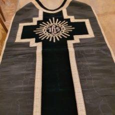 Antigüedades: CASULLA NEGRA. 1900. BORDADOS PLATA NUEVA. Lote 204509647