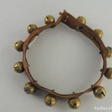 Antigüedades: COLLAR - CORREA O TIRA DE ESQUILAS PARA CABALLOS - CAMPANAS. Lote 204510675