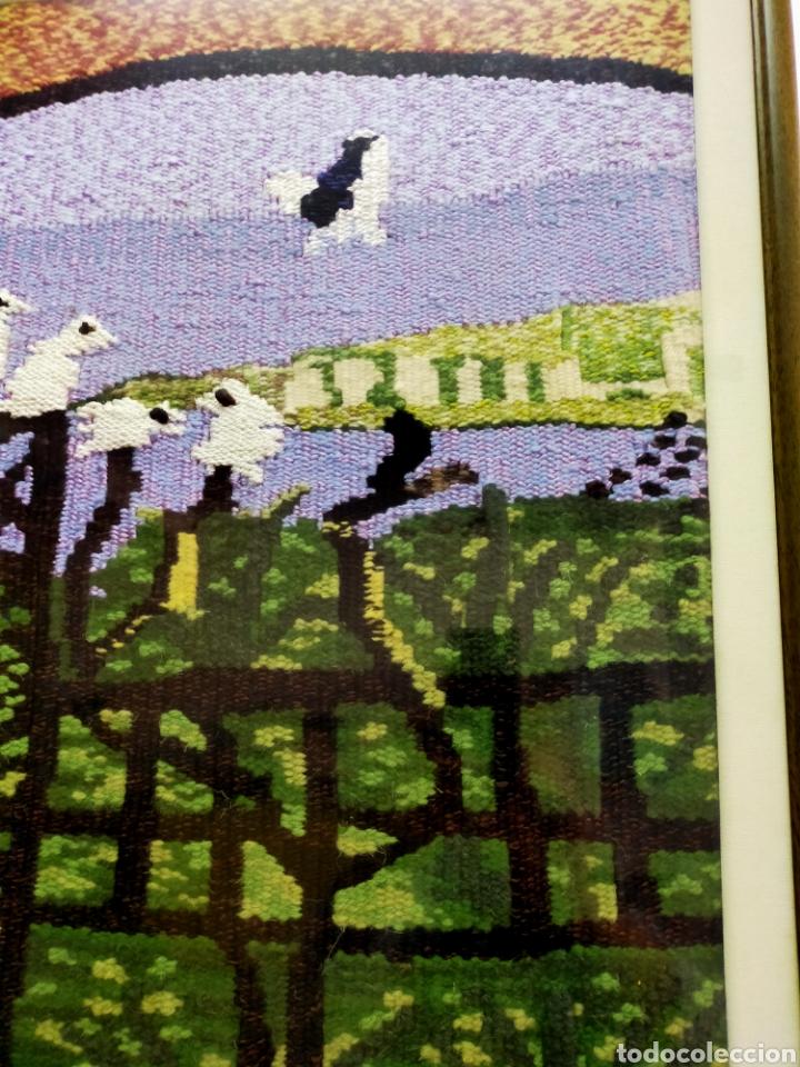 Antigüedades: Tapiz artesanal con marco Los Pichones - Foto 3 - 204543292