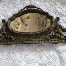 Antiquités: ANTIGUO ESPEJO ENMARCADO EN BRONCE. Lote 204548421