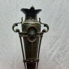 Antigüedades: FLORERO... JARRON... METAL PINTADO Y PATINADO...XIX. Lote 204598110