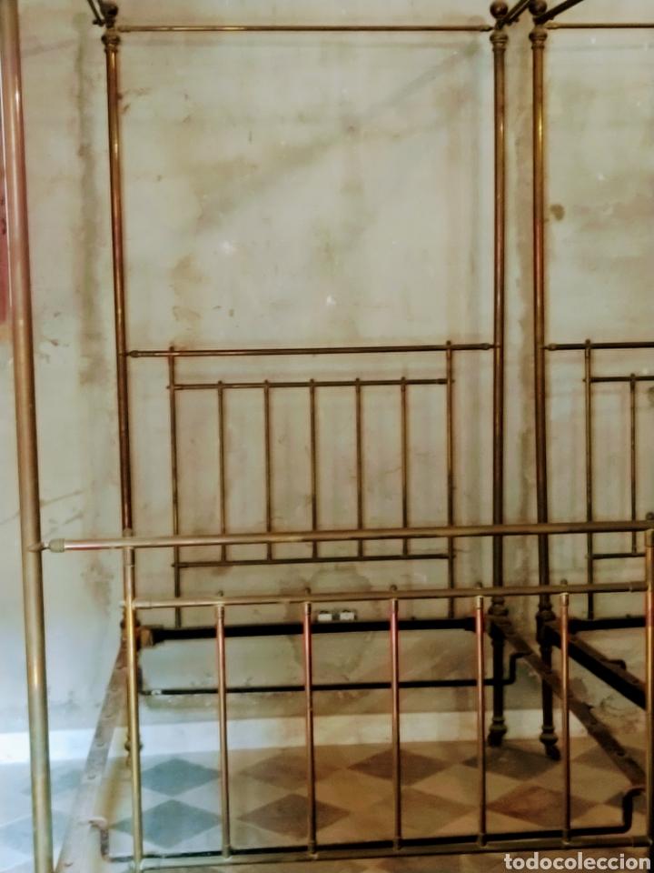 MAGNIFICA PAREJA DE CAMAS CON DOSEL. SIGLO XIX. (Antigüedades - Muebles Antiguos - Camas Antiguas)