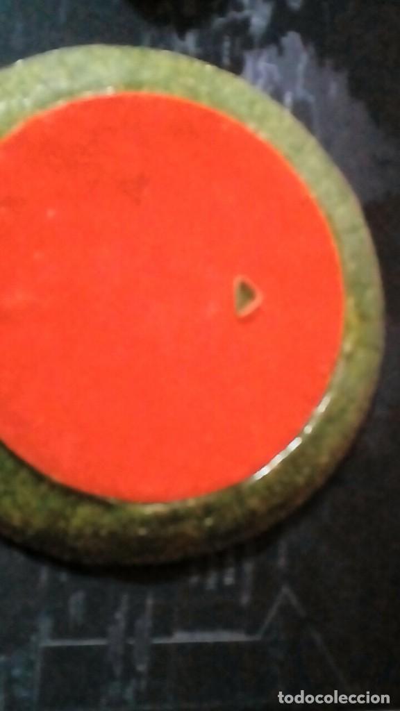 Antigüedades: plato con motivos aztecas hecho en símil de malaquita con base de terciopelo 26 cm - Foto 5 - 204628255