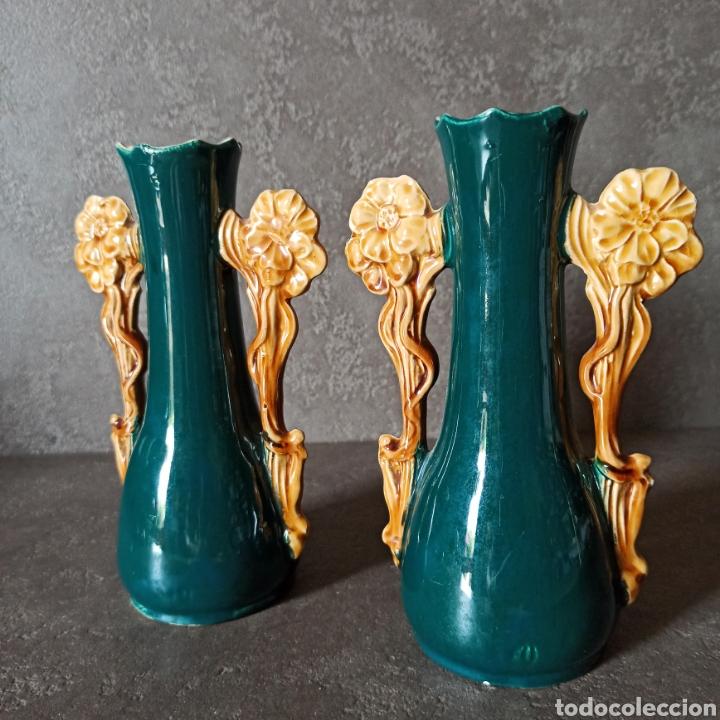 Antigüedades: Antigua Pareja de violeteros jarrones floreros de cerámica esmaltada Mayolica * Modernistas - Foto 3 - 196043696