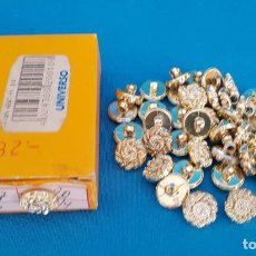Antiquités: == CB12 - CAJITA CON 38 BOTONES DORADOS. Lote 204641233