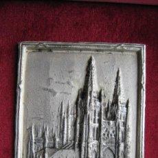 Antigüedades: ANTIGUO MARCO PLATEADO CON PLACA DE LA CATEDRAL DE BURGOS EN PLATA DE LEY 19 X 15 CMTS PLACA 6 X 5 C. Lote 204646103