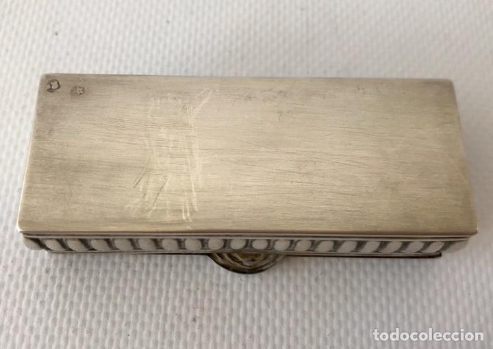 Antigüedades: Caja de plata de ley repujada, contrastada en la base. Peso 36 gr. - Foto 6 - 204657687