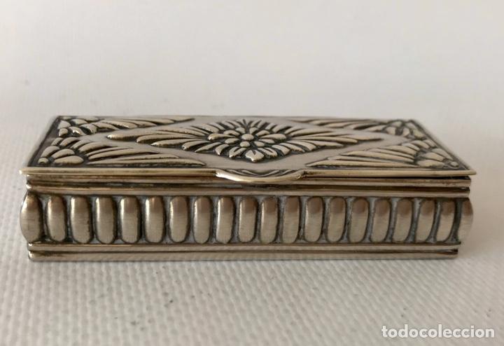 Antigüedades: Caja de plata de ley repujada, contrastada en la base. Peso 36 gr. - Foto 8 - 204657687