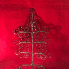Antigüedades: COLGADOR DE HIERRO FORJADO. Lote 204661471