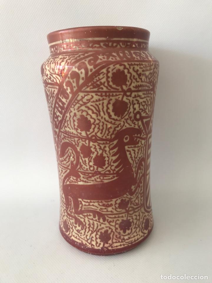 Antigüedades: Albarelo de reflejo metálico de Manises, con escudo. Primera mitad del siglo XX - Foto 3 - 204662926