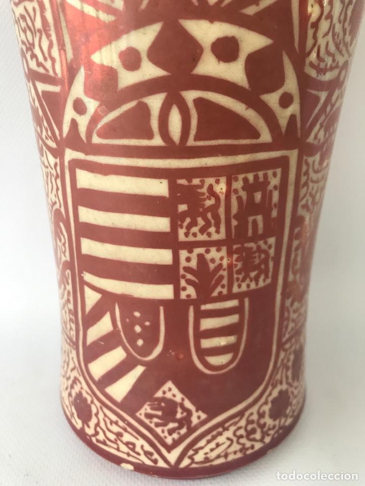 Antigüedades: Albarelo de reflejo metálico de Manises, con escudo. Primera mitad del siglo XX - Foto 5 - 204662926