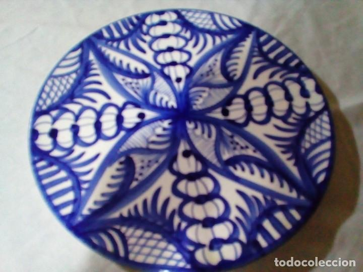 Antigüedades: plato de ceramica pintado a mano - Foto 2 - 204700827