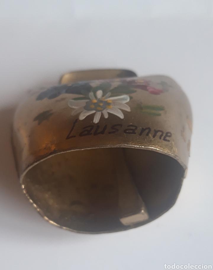 Antigüedades: Preciosa campana pintada a mano con motivos florales. Suiza Años 80. - Foto 2 - 204706691
