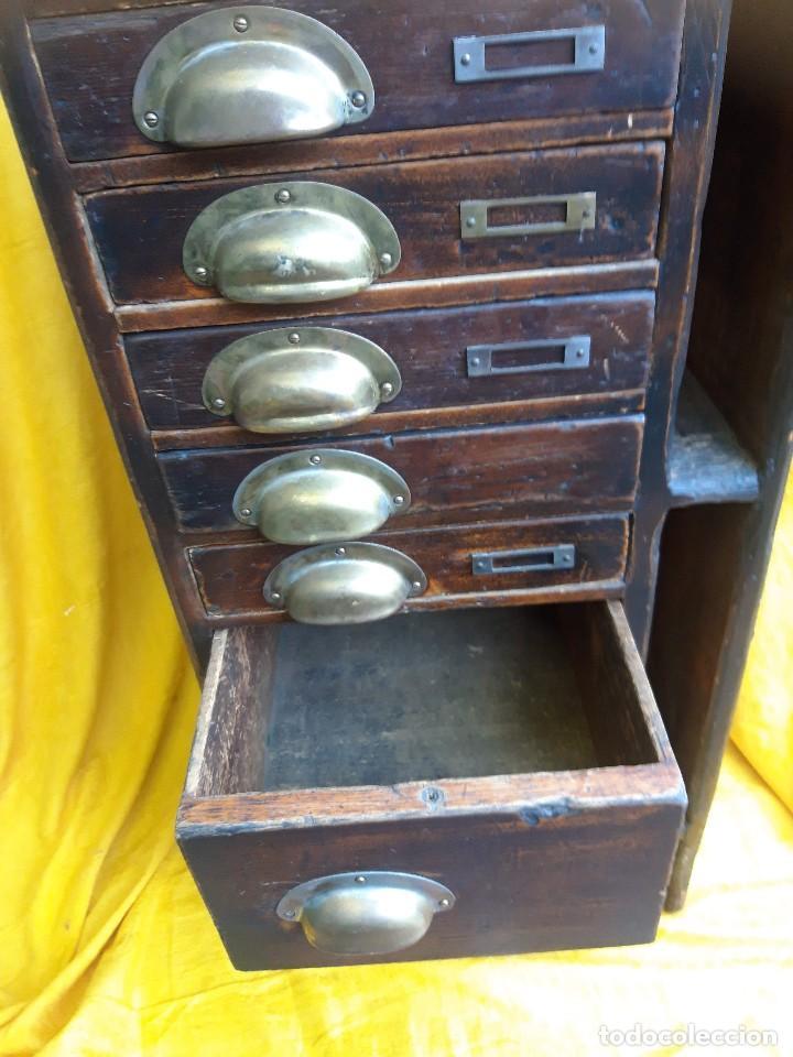 Antigüedades: Mueble con cajones para restaurar, quizás para sellos, hacia 1930 - Foto 2 - 204724618