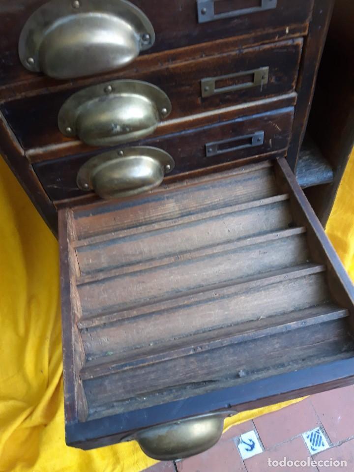 Antigüedades: Mueble con cajones para restaurar, quizás para sellos, hacia 1930 - Foto 4 - 204724618