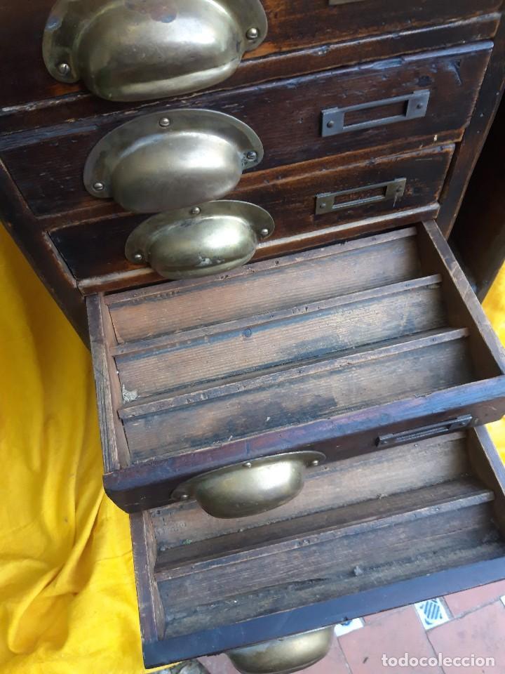 Antigüedades: Mueble con cajones para restaurar, quizás para sellos, hacia 1930 - Foto 5 - 204724618