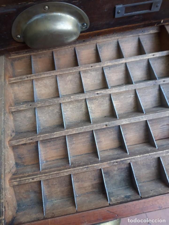 Antigüedades: Mueble con cajones para restaurar, quizás para sellos, hacia 1930 - Foto 6 - 204724618