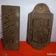 Antigüedades: CEPILLOS CON PUAS PARA CABALLOS. Lote 204764598