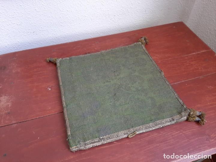 Antigüedades: CARPETA PARA CORPORAL - BORDADA - C.1800 - Foto 2 - 204778365