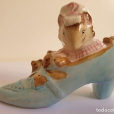 Antiguidades: FIGURA DE PORCELANA BESWICK ENGLAND *BEATRIX POTTER-OLD WOMAN WHO LIVED IN A SHOE-F. WARNE & CO.1959. Lote 204817682