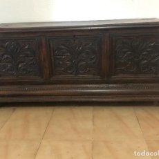 Antigüedades: MAGNÍFICO ARCÓN DE MADERA. Lote 204818366