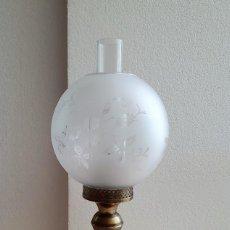 Antigüedades: ANTIGUA LAMPARA DE SOBREMESA TIPO QUINQUE. Lote 204849025