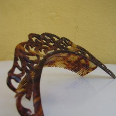 Antigüedades: DIADEMA DE PEINETA SIMIL CAREY. TODOS SUS DIENTES. Lote 204968365