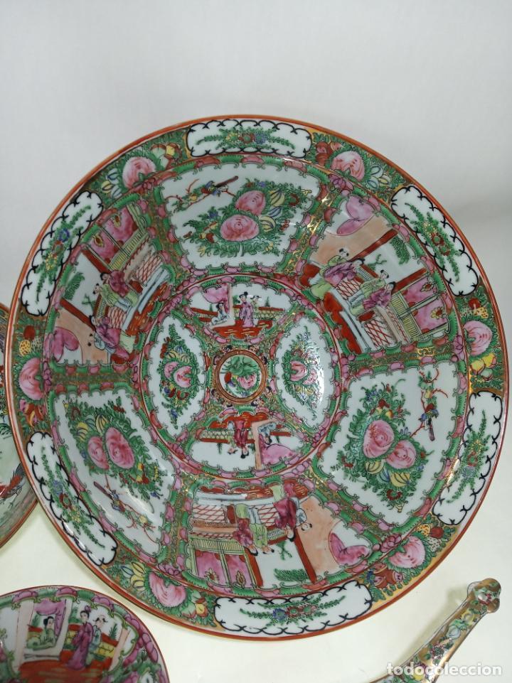 Antigüedades: Gran conjunto de porcelana china de cantón. Gran fuente, cuenco, platos, cuchara. - Foto 2 - 205001190