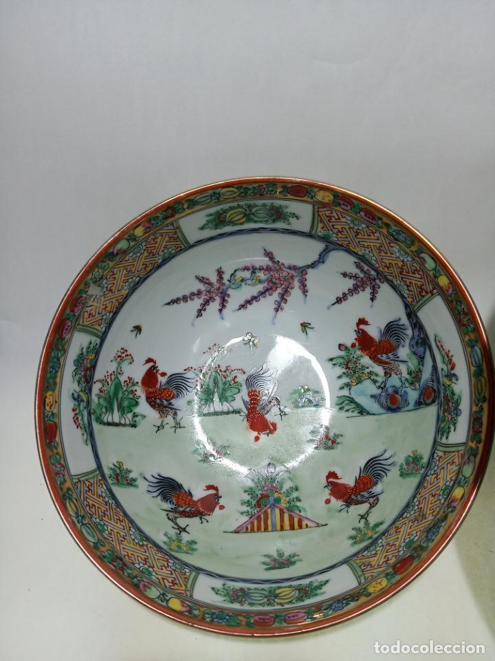 Antigüedades: Gran conjunto de porcelana china de cantón. Gran fuente, cuenco, platos, cuchara. - Foto 3 - 205001190