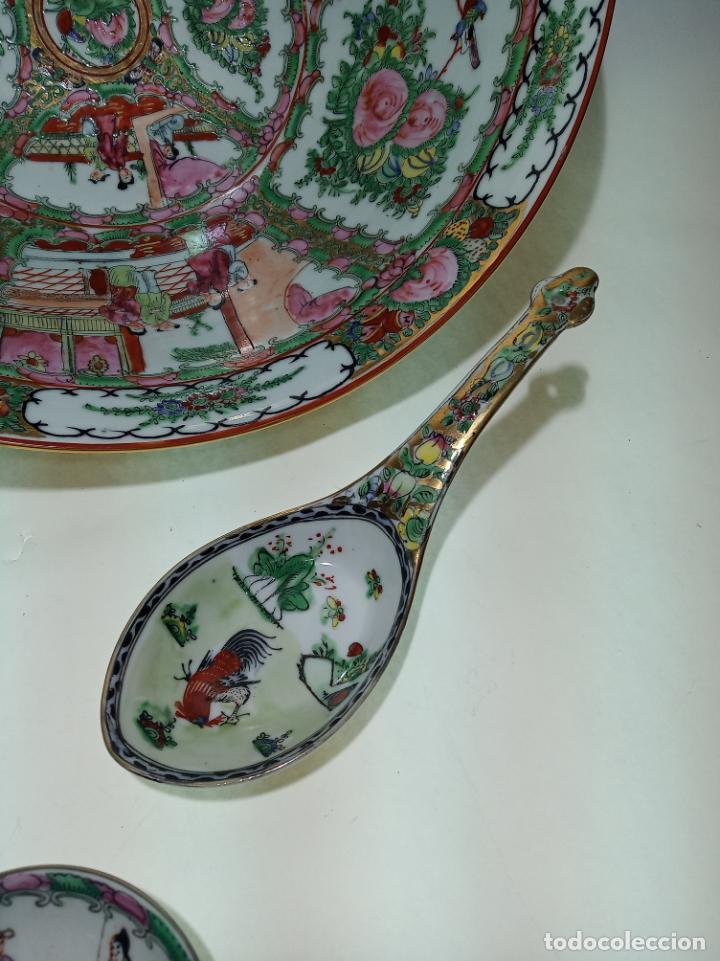Antigüedades: Gran conjunto de porcelana china de cantón. Gran fuente, cuenco, platos, cuchara. - Foto 6 - 205001190