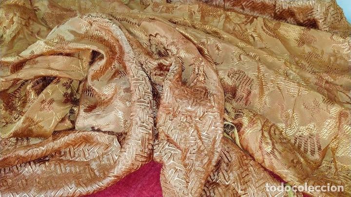 Antigüedades: CUBRECAMA EN DAMASCO DE SEDA O VISCOSA. COLOR COBRE VIEJO. ESPAÑA. XIX-XX - Foto 9 - 205004001