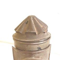 Antigüedades: ANTIGUO FAROLA DE MANO CON DEPOSITO PARA COMBUSTIBLE . MIDE 14 CM X 12CN. Lote 205023343