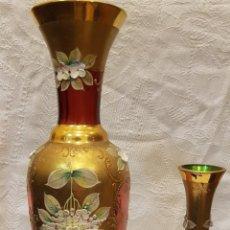 Antigüedades: 2 FLOREROS CRISTAL ROSADO Y VERDE DORADOS. Lote 205027560