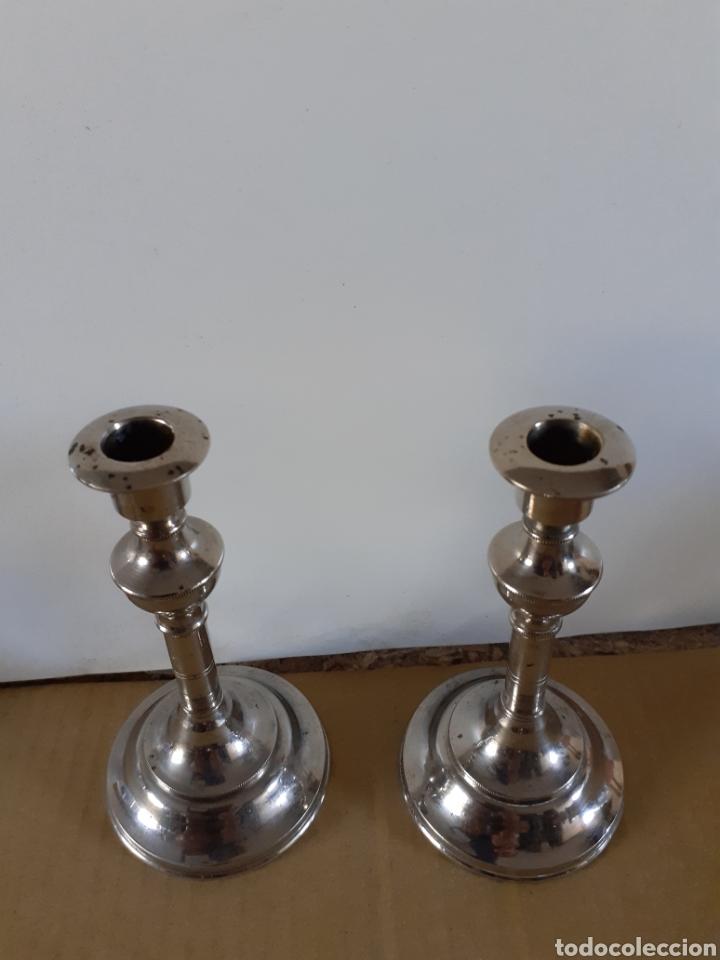 Antigüedades: Lote de dos candelabros plateados, miden 12 cm de altura y 6 cm de diámetro - Foto 2 - 205051763