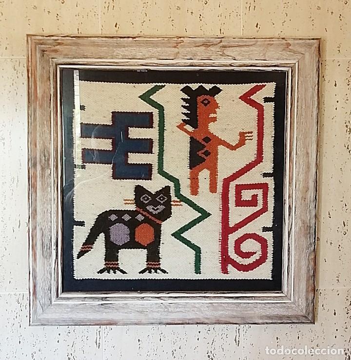 TAPIZ ANDINO HECHO A MANO EN TELAR Y ENMARCADO (Antigüedades - Hogar y Decoración - Tapices Antiguos)