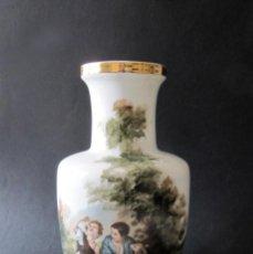 Antigüedades: BONITO FLORERO JARRON O BUCARO PORCELANA ESPAÑOLA JAMBO NIÑOS COMIENDO DE MURILLO 26 CM DE ALTURA. Lote 205056015