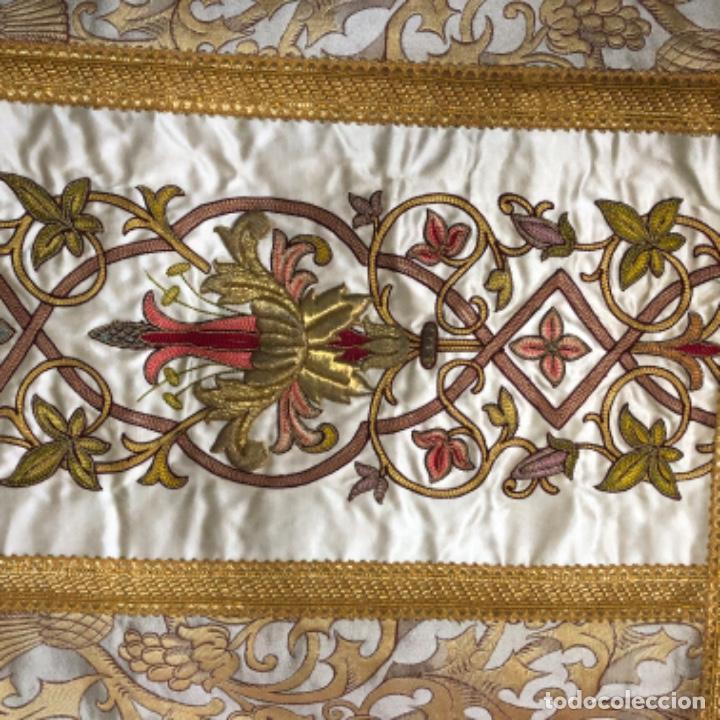 Antigüedades: Dalmatica de brocado de seda con galón bordado en oro - Foto 3 - 205076823