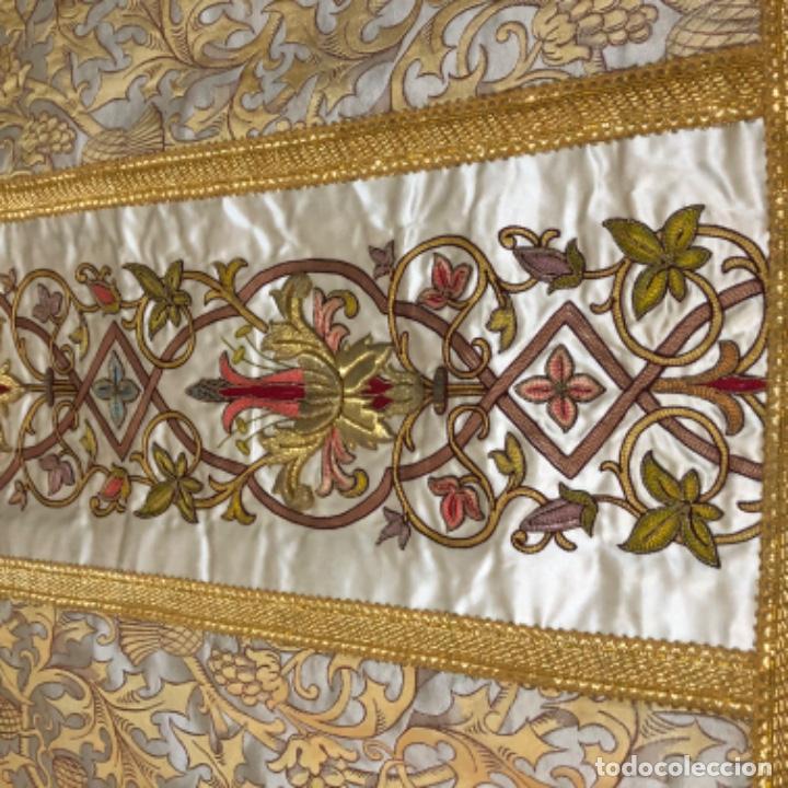 Antigüedades: Dalmatica de brocado de seda con galón bordado en oro - Foto 5 - 205076823