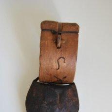Antigüedades: PRECIOSO COLLAR DE MADERA - GRABADO - ARTE PASTORIL - CENCERRO - CABRA, OVEJA - PRINCIPIO S.XX. Lote 205097880