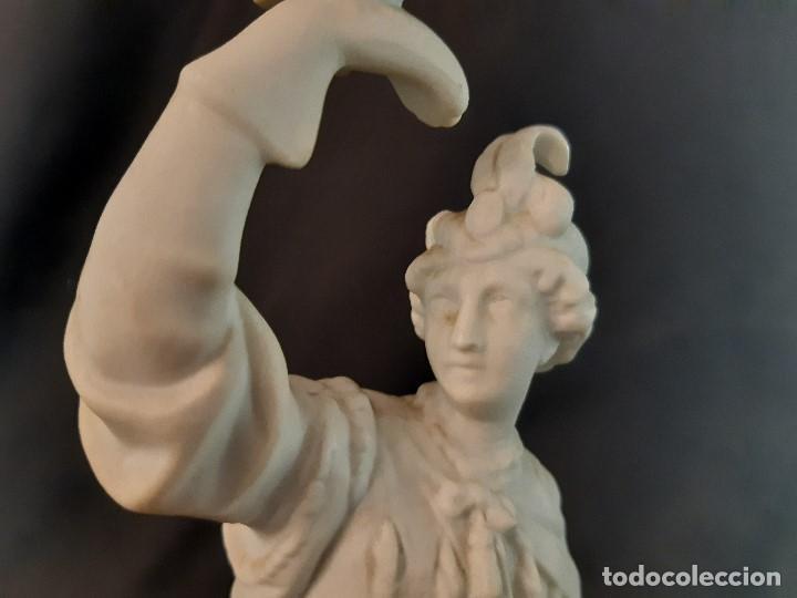 Antigüedades: Figura de biscuit. Halconero. Base madera. Siglo XX. - Foto 8 - 205106970