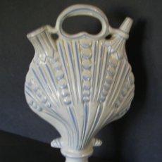 Antigüedades: EXTRAORDINARIO BOTIJO CERÁMICA DE ALCORA XIX – XX. Lote 205131062