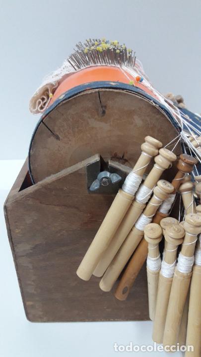 Antigüedades: ANTIGUO BOLILLERO / MUNDILLO - BOLILLOS INCLUIDOS - Foto 17 - 205175971
