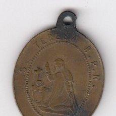 Antigüedades: ANTIGUA MEDALLA (EN COBRE) SANTA TERESA R.P.N. (REVERSO-CORAZONES DE JESÚS Y DE MARIA) ROMA. Lote 205187216