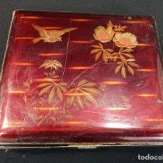 Antigüedades: CAJA DE MADERA LACADA CON BELLA DECORACIÓN. C12. Lote 205194093