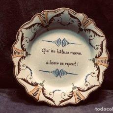 Antigüedades: PLATO FRANCIA S XIX LEYENDA CAMPO MATRIMONIO PRECIPITADO HATE SE MARIE A LOISIR SE REPENT REFRAN. Lote 205262387