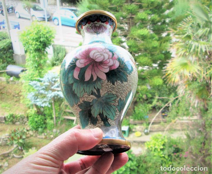 Antigüedades: JARRÓN CHINO EN BRONCE CLOISONNE DECORADO FLORAL EN BUEN ESTADO - Foto 11 - 183263905