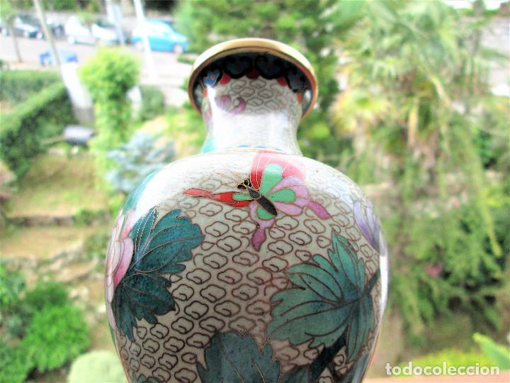 Antigüedades: JARRÓN CHINO EN BRONCE CLOISONNE DECORADO FLORAL EN BUEN ESTADO - Foto 12 - 183263905