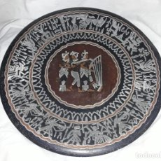 Antigüedades: BELLO PLATO DE COBRE CINCELADO CON INCRUSTACIONES CULTURA EGIPCIA 30CM. Lote 205276045