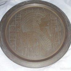 Antigüedades: MAGNIFICO GRAN PLATO DE COBRE CINCELADO MOTIVOS EGIPCIOS 28CM. Lote 205278182